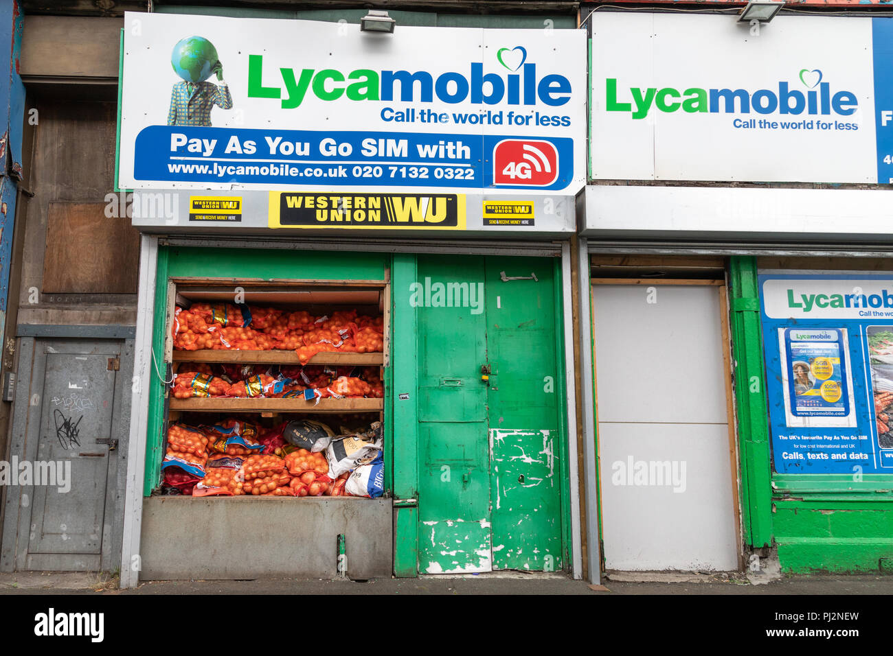Sacks of onions on display at a Lyvamobile shop in Eglinton Street Glasgow - Stock Image