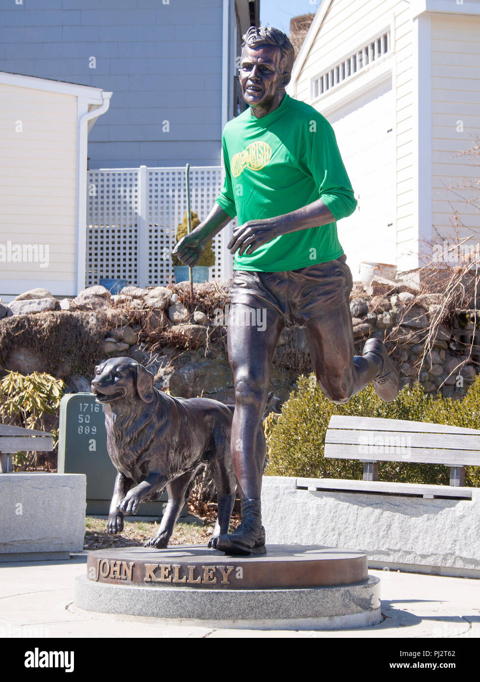 John Kelley and his dog statue in Mystic Connecticut, winner of the 1957 Boston Marathon. - Stock Image
