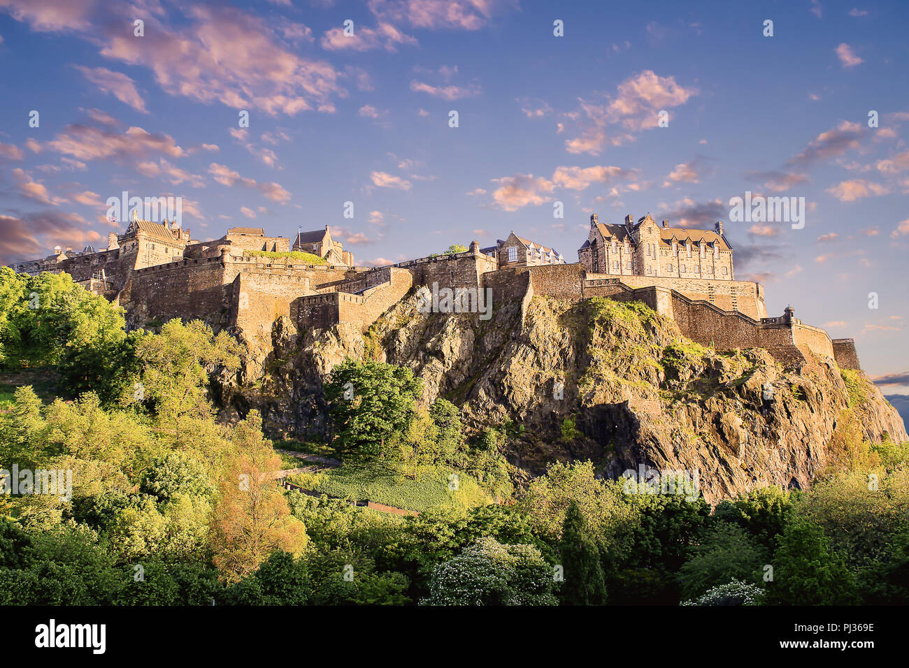 Beautiful landscape of Edinburgh Castle at sunset - Stock Image