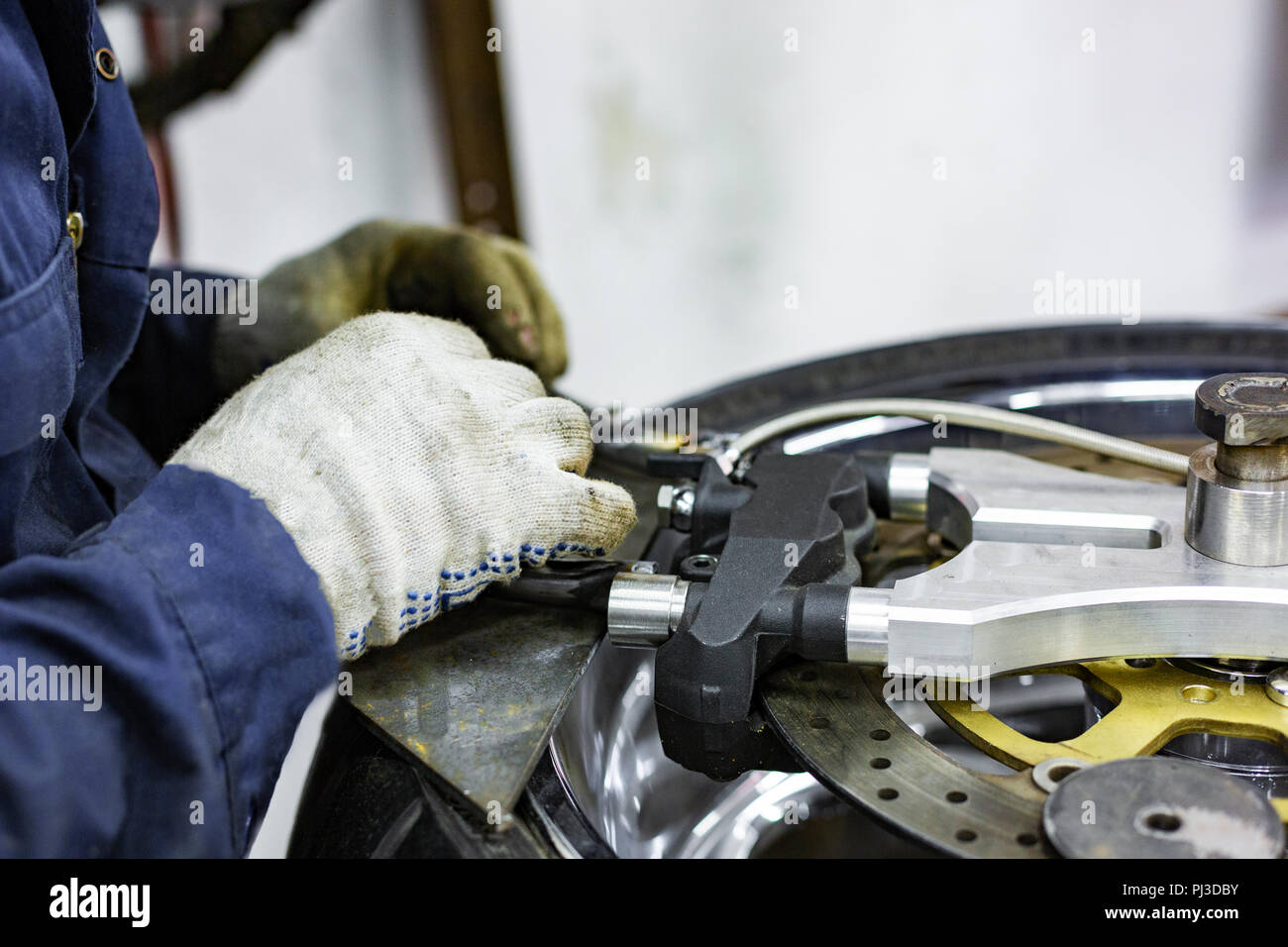 Professional car mechanic working in auto repair service - Stock Image
