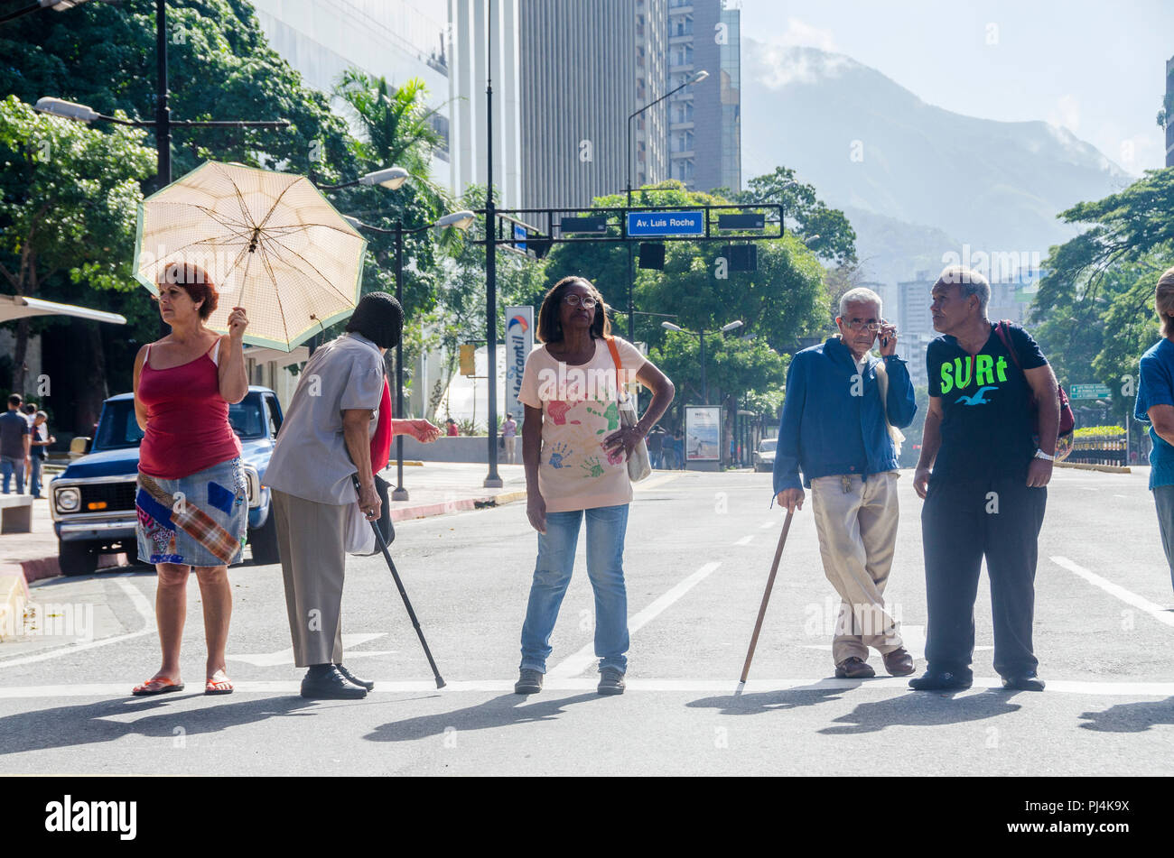 Pensioners close several roads in Caracas in protest to demand their payment in cash. Caracas, September,1,2018. Jimmy Villalta/ VWPics - Stock Image