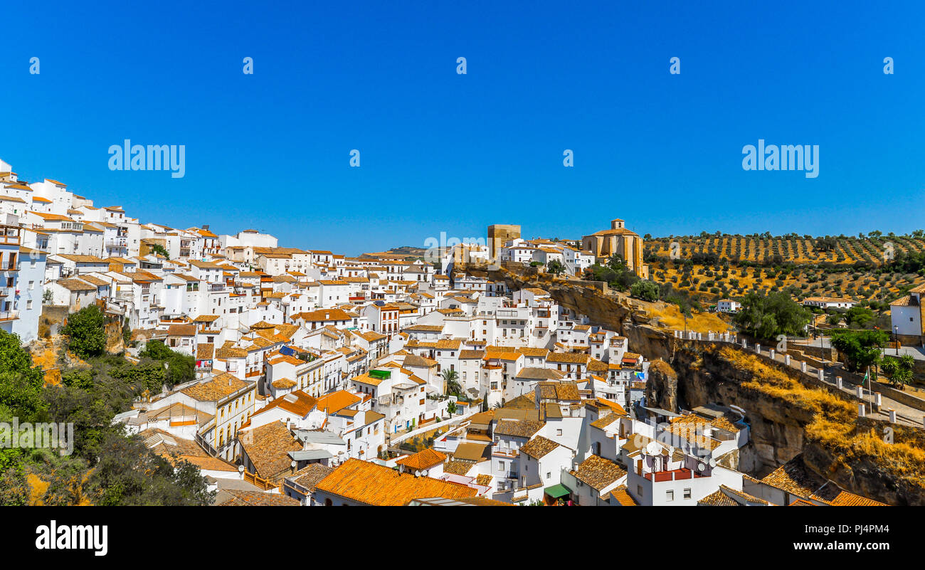 The Andalucian village near Ronda that is built in the surrounding cliffs - Spain - Stock Image