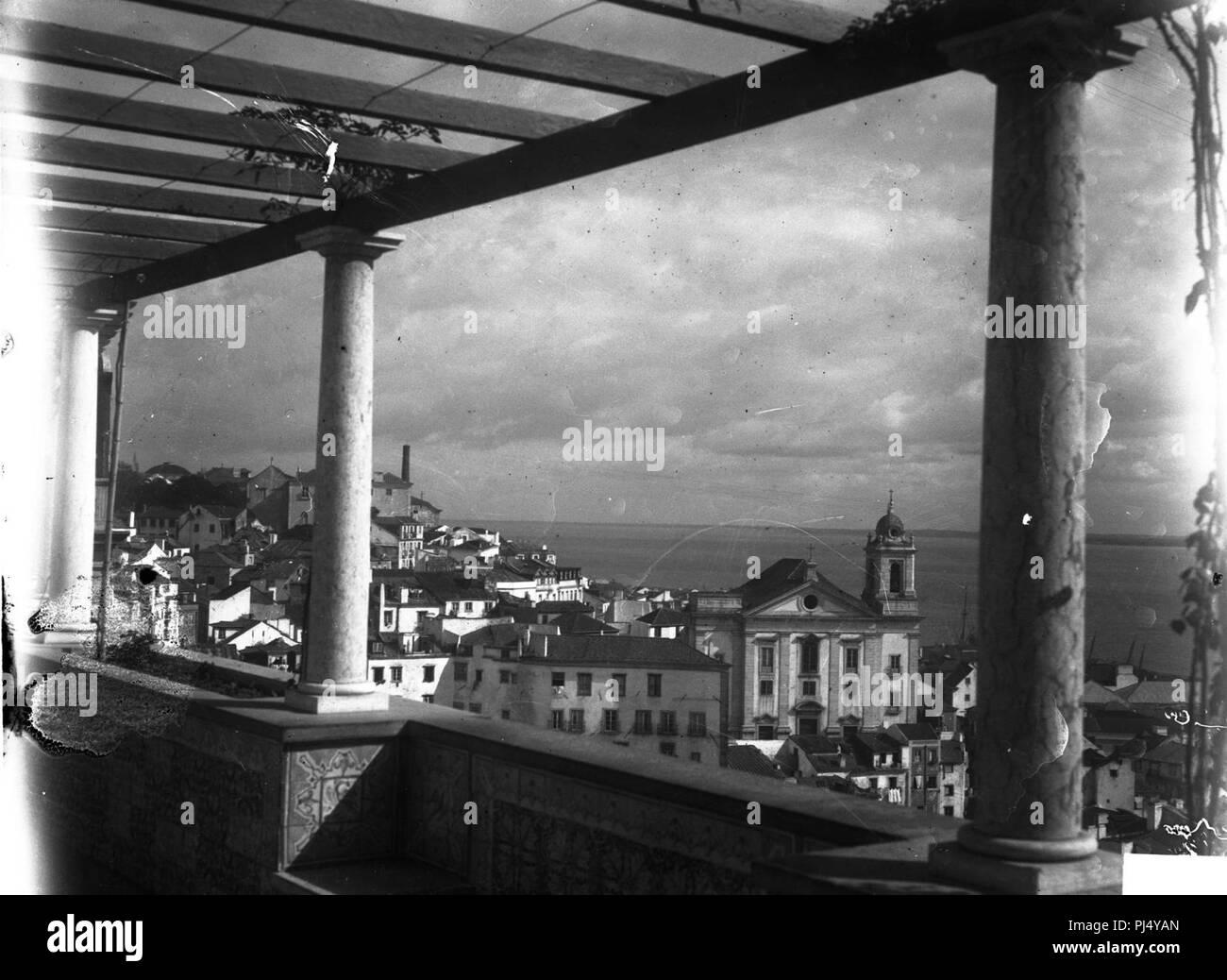 BAR000308 - Panorâmica de Alfama tirada a partir do miradouro de Santa Luzia. - Stock Image