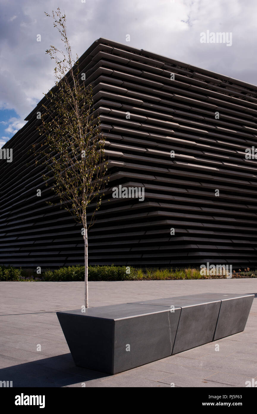 V&A Victoria and Albert Museum of Design. Situated on the north bank of Firth of Tay . Dundee is the fourth-largest city in Scotland , and the first U - Stock Image