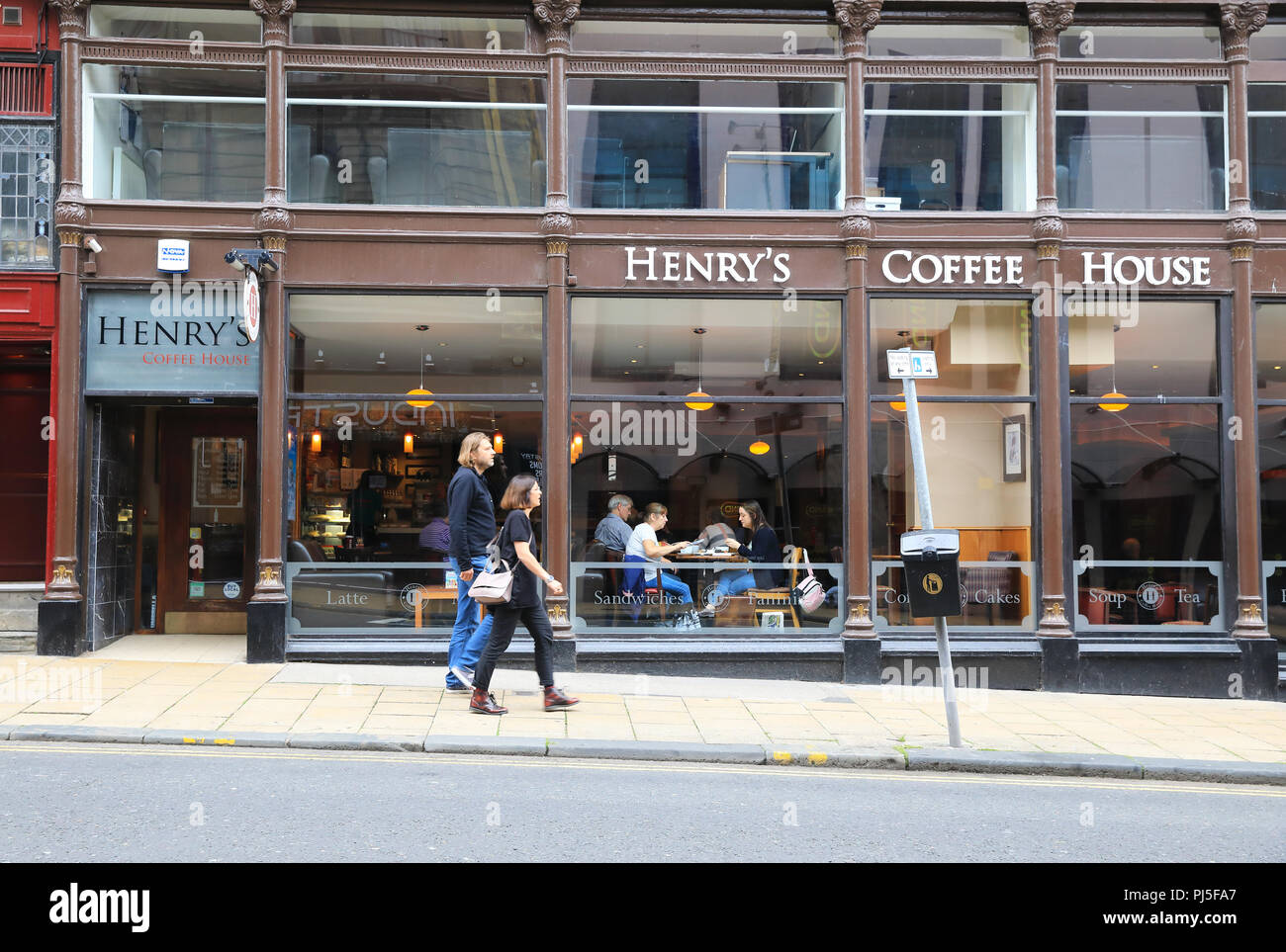 Trendy Henry's Coffee House on Seagate in central Dundee, in Scotland, UK - Stock Image