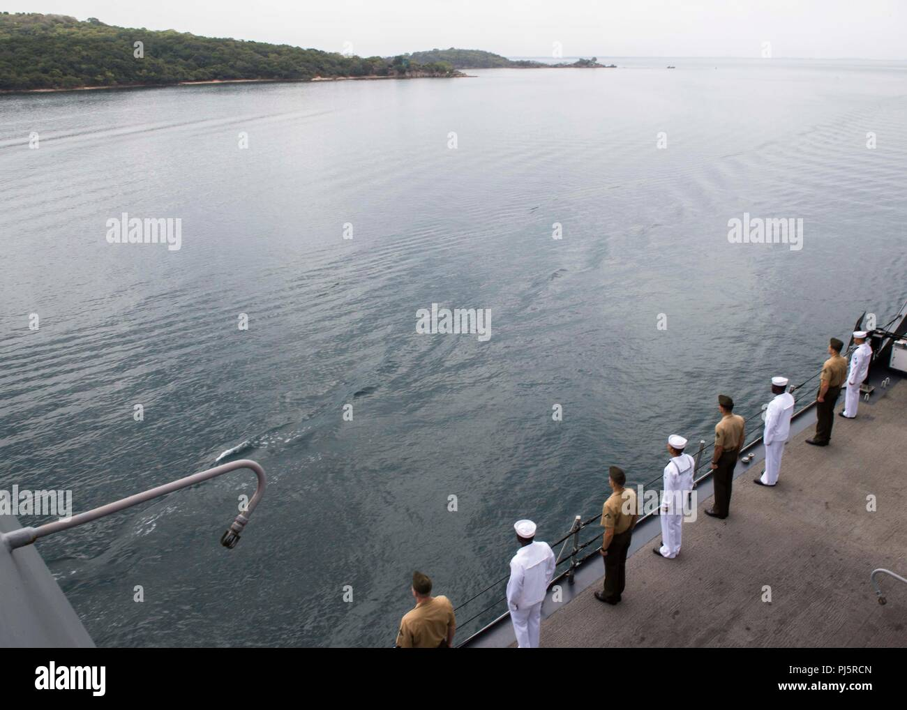 180824-N-PH222-0229 TRINCOMALEE, SRI LANKA (August 24, 2018) Sailors assigned to San Antonio-class amphibious transport dock USS Anchorage (LPD 23) and Marines assigned to 13th Marine Expeditionary Unit (MEU) man the rails before a scheduled port visit in Trincomalee, Sri Lanka during a regularly scheduled deployment of the Essex Amphibious Ready Group (ARG) and 13th MEU. Anchorage and the embarked Marines of the 13th MEU are conducting a theater security cooperation exercise with the Sri Lankan Navy and the Navy Marines. Part of a growing U.S.-Sri Lanka naval partnership, the exercise is also - Stock Image