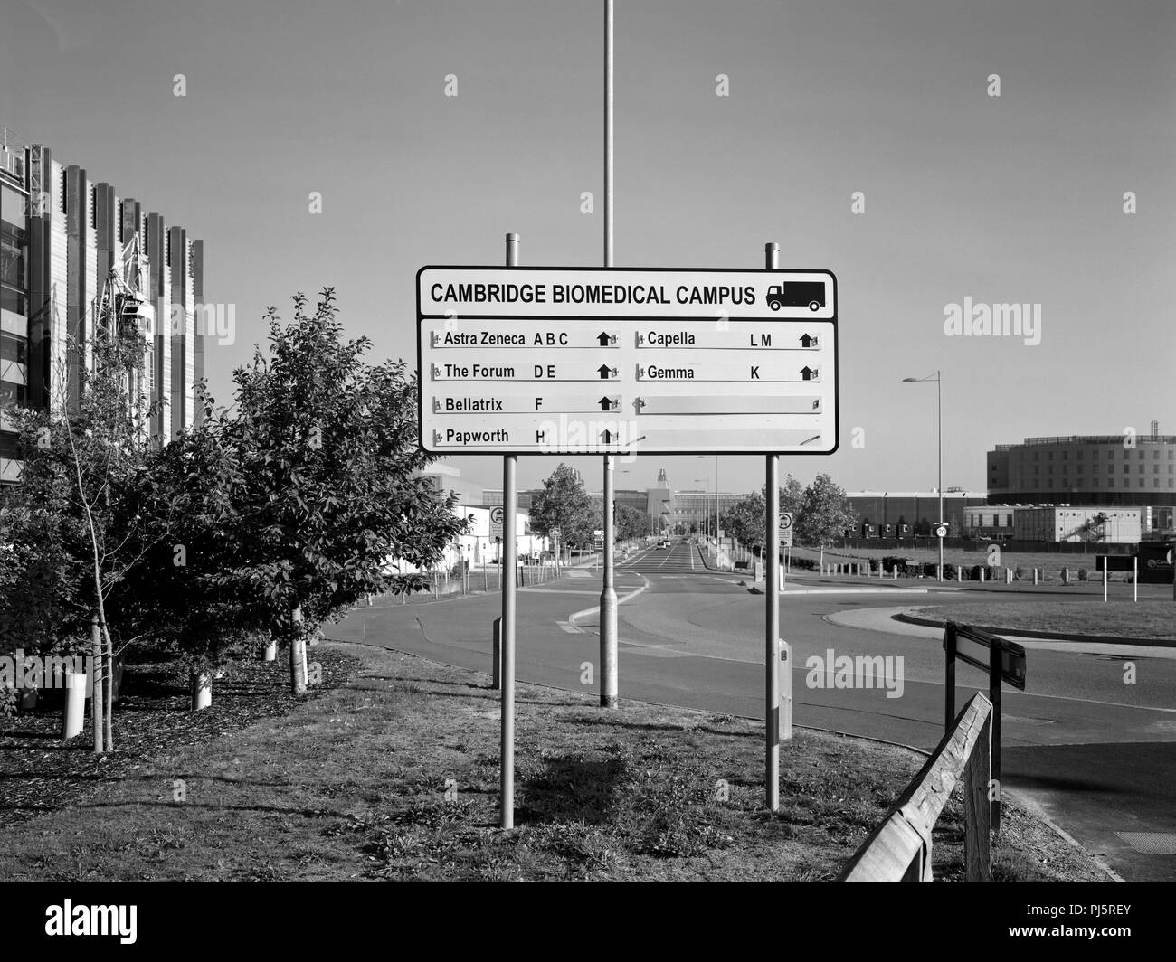 Direction sign for delivery vehicles at the Cambridge Biomedical Campus - Stock Image