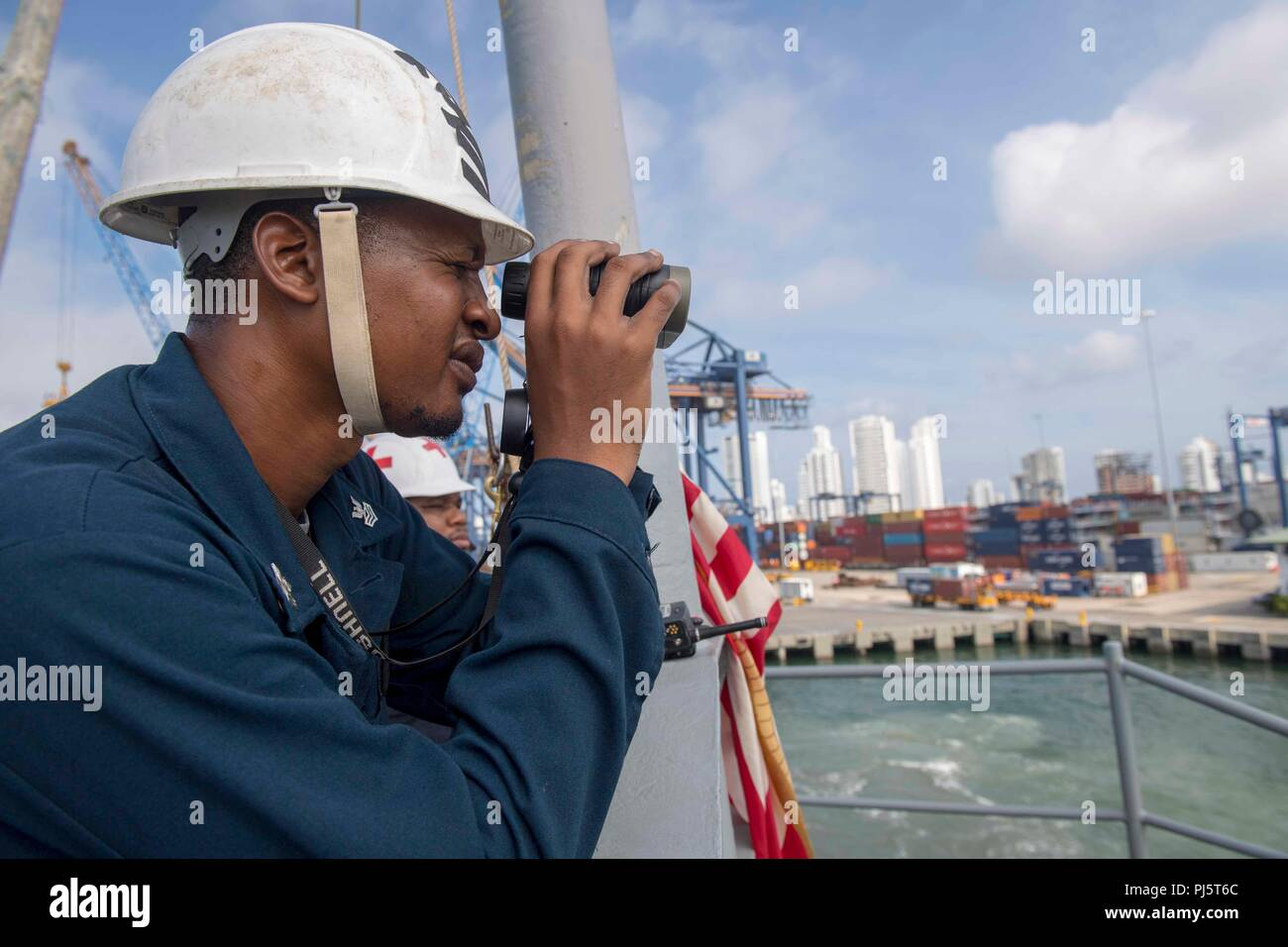 180827-N-GX781-0019 CARTAGENA, Colombia (Aug. 27, 2018) Boatswain's Mate 1st Class Lester Jones tracks the distance to the pier as the Whidbey Island-Class Dock Landing Ship USS Gunston Hall (LSD 44) pulls in to Cartagena, Colombia for a scheduled port visit. The ship is on deployment supporting Southern Seas, which is an annual collaborative deployment in the U.S. Southern Command area of responsibility where a task group will deploy to conduct a variety of exercises and multinational exchanges to enhance interoperability, increase regional stability, and build and maintain regional relations Stock Photo