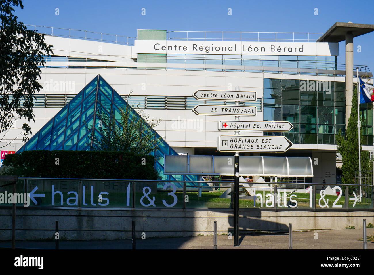 Leon Berard cancer treatment centre, Lyon, France - Stock Image