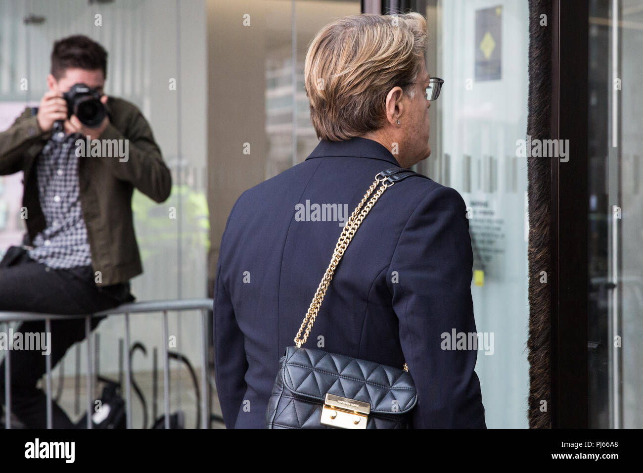 London, UK. 4th September, 2018. Eddie Izzard, former Labour NEC member, arrives at the headquarters of the Labour Party on the day on which the NEC was expected to adopt the IHRA definition and examples of anti-Semitism. Credit: Mark Kerrison/Alamy Live News - Stock Image