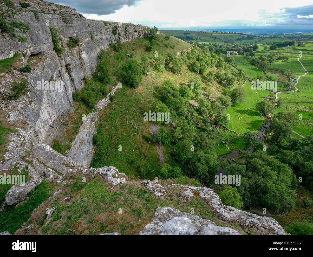 Malham Cove, North Yorkshire , UK. 4th September 2018. UK Weather warm sunny September day spectacular view from the top of Malham Cove North Yorkshire Credit: Doug Blane/Alamy Live News Stock Photo