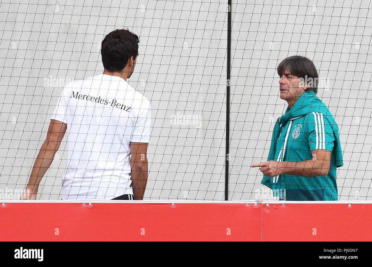firo: 04.09.2018, football, national team, training, Mats Hummels, national coach Joachim Lv? w, Loew, half figure, gesture, Germany   usage worldwide - Stock Image