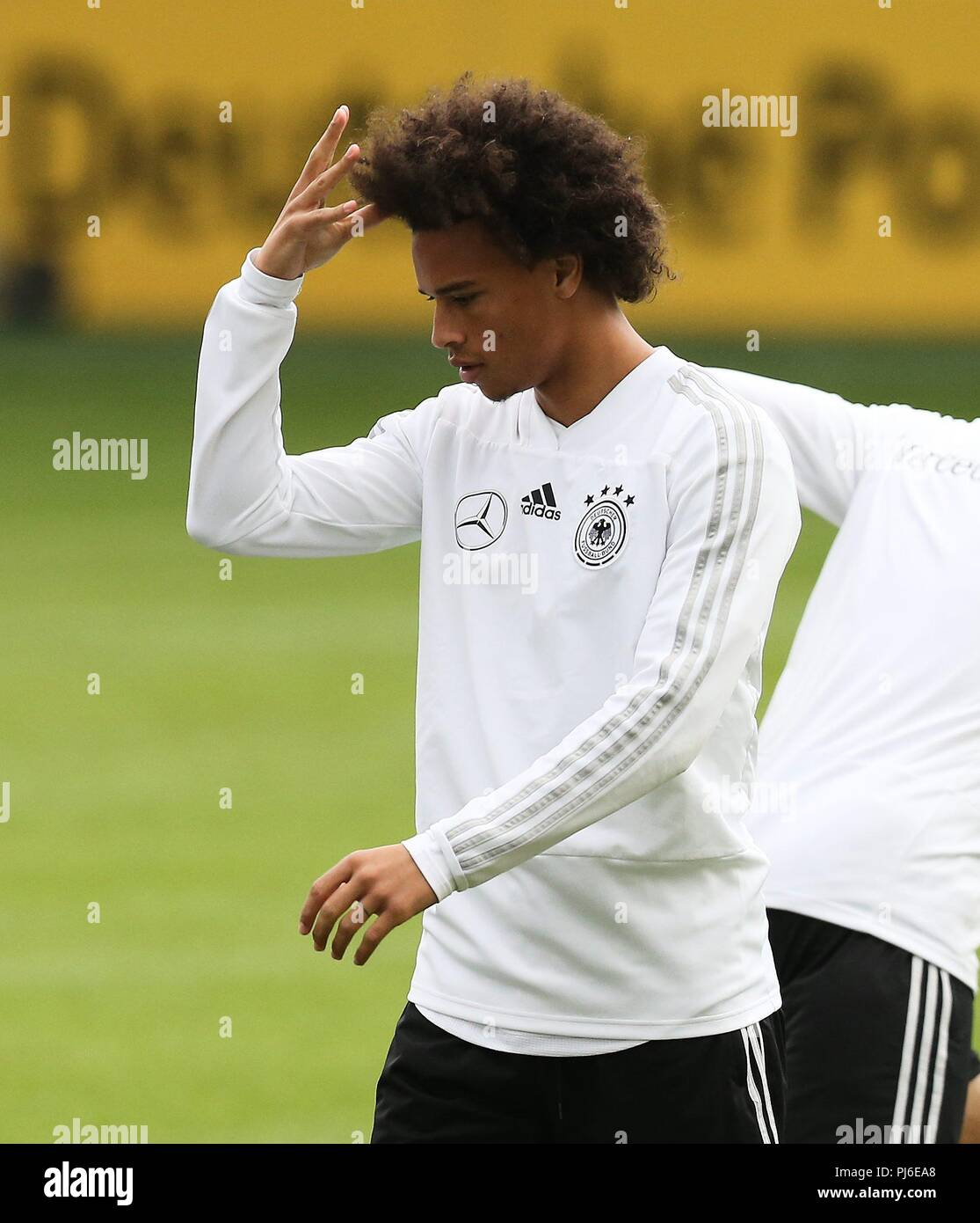 firo: 04.09.2018, Fuvuball, football, national team, training, Leroy Sane, DFB, half figure, gesture, Germany | usage worldwide - Stock Image