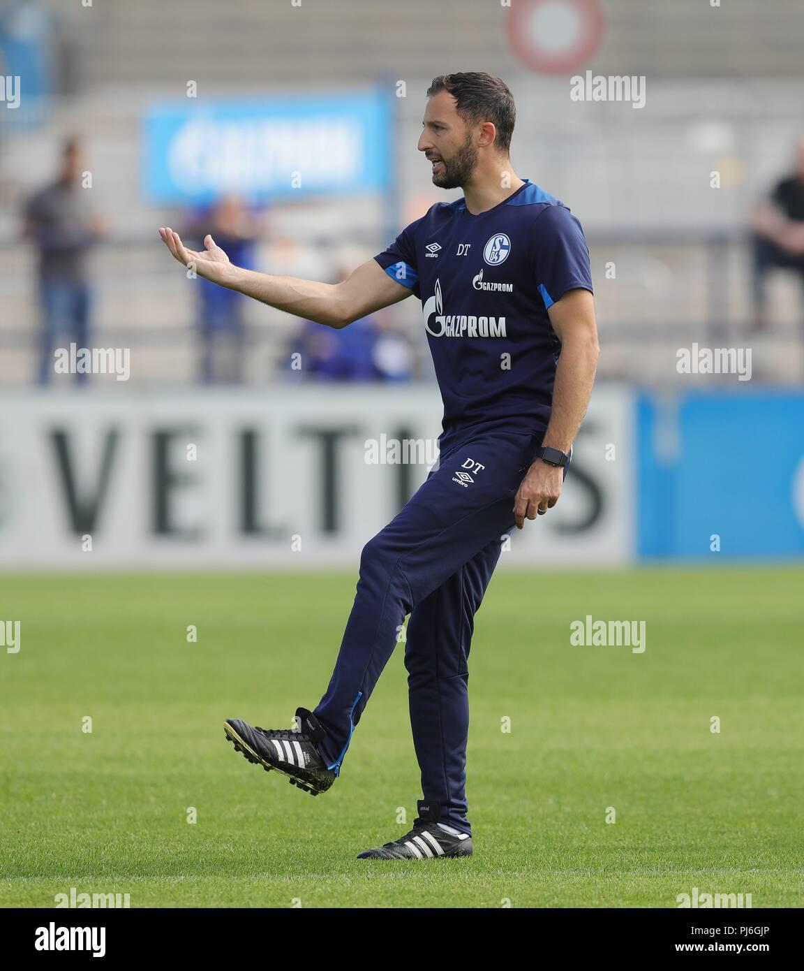 firo: 05.09.2018, football, 1.Bundesliga, season 2018/2019, FC Schalke 04, training, coach Domenico INGLESE, gesture   usage worldwide - Stock Image
