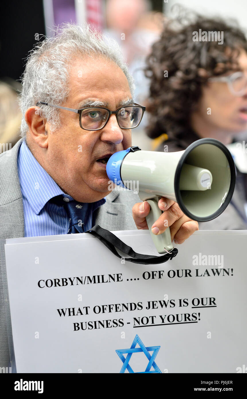 Jonathan Hoffman, former vice-chair of the Zionist Federation, demonstrating outside Labour Party HQ, London, as the party discuss anti-Semitism - Stock Image