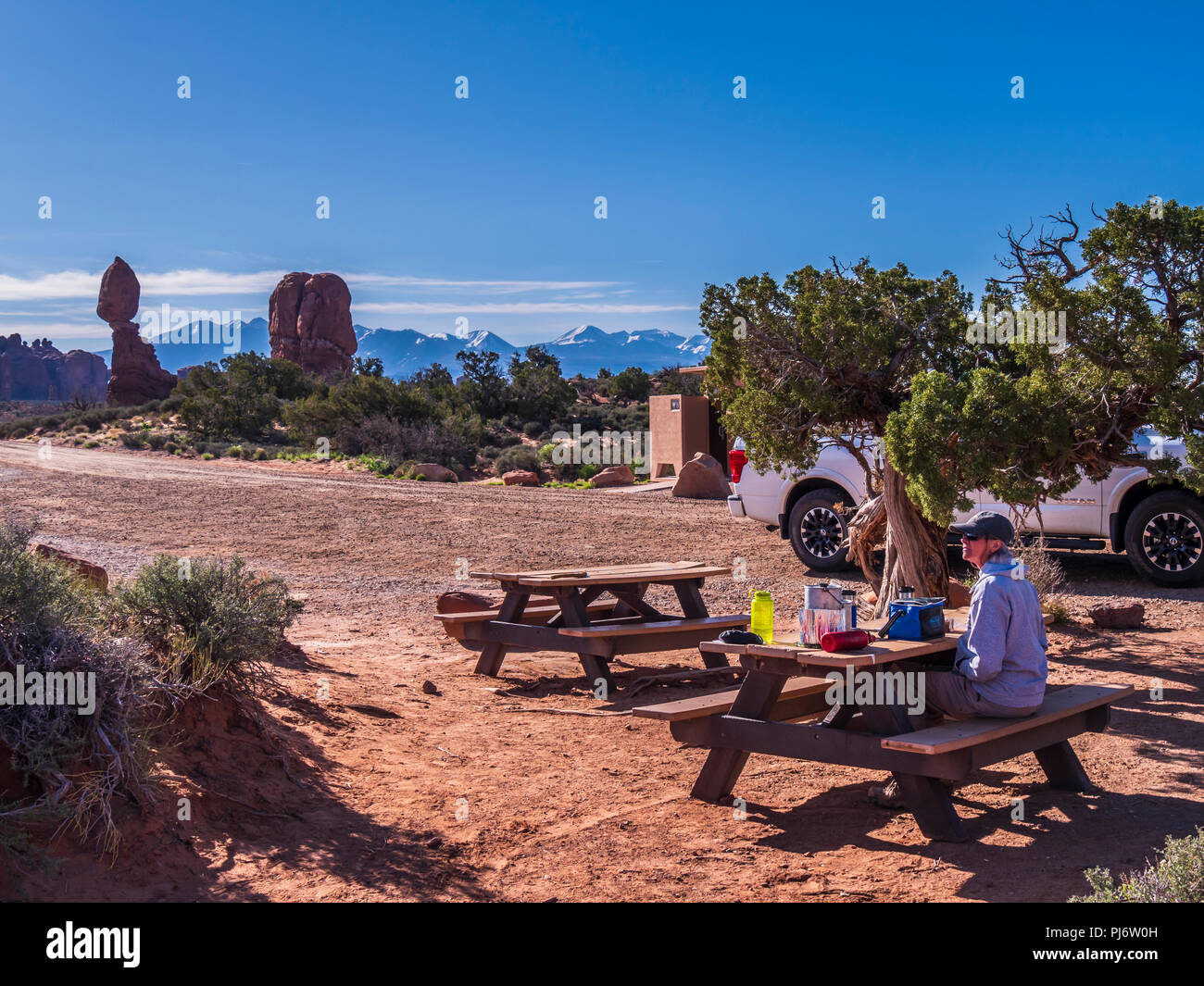 Visitor at the picnic area off the Willow Springs Road, Arches National Park, Moab, Utah. - Stock Image