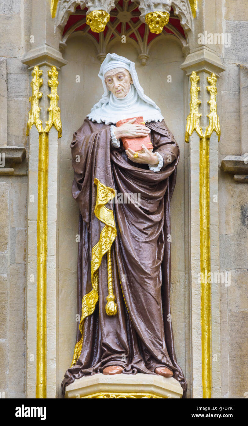 Freshly painted statue of Lady Margaret Beaufort (mother of king Henry VII), foundress, on the outside wall of Christ college, university of Cambridge - Stock Image