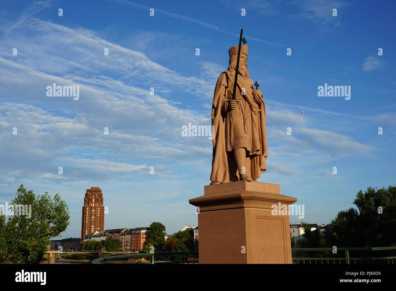 Standbild Karls des Großen, Alte Brücke, Main, Frankfurt am Main, Deutschland - Stock Image
