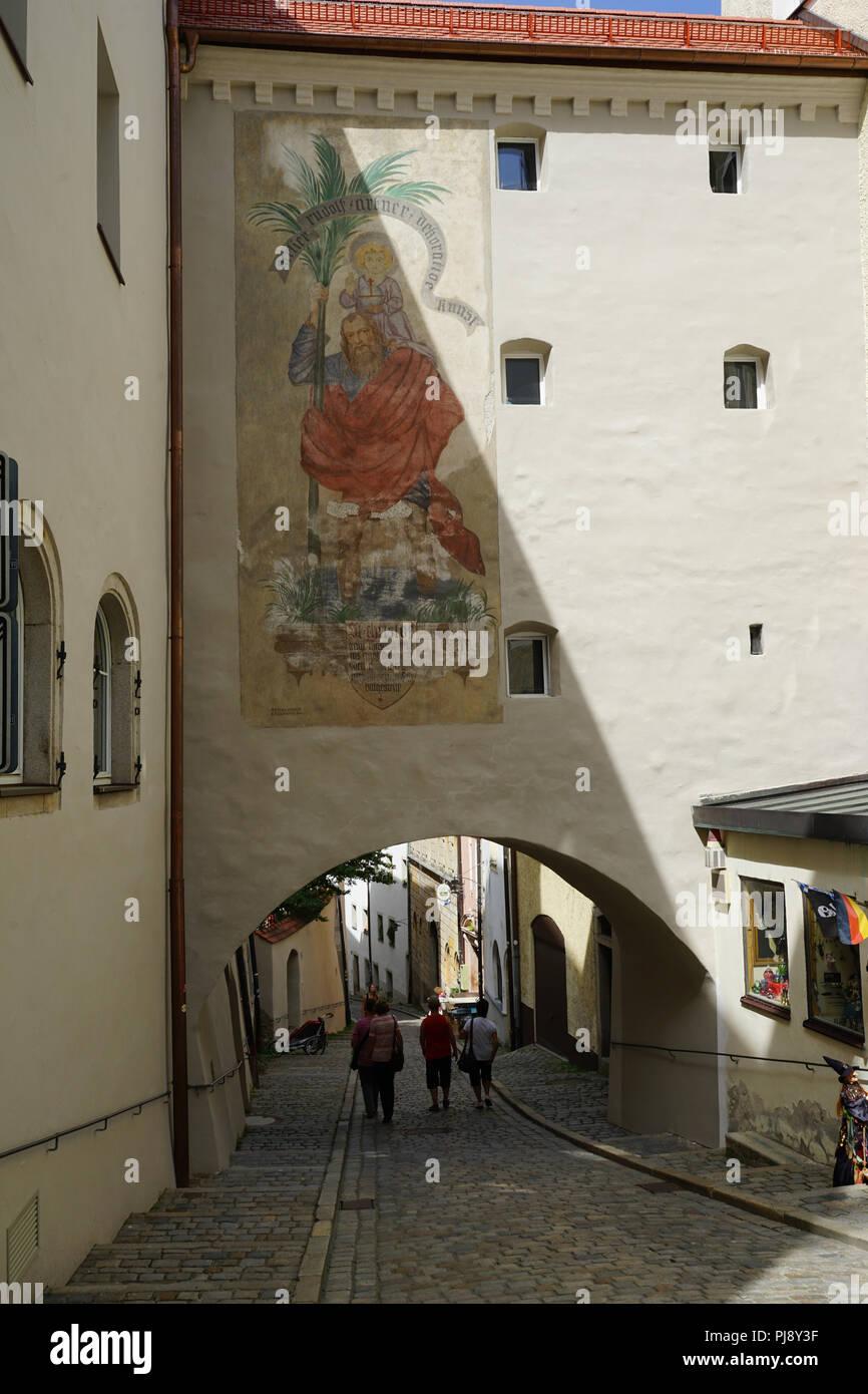 Paulusbogen, am Rindermarkt, ältestes der fünf erhaltenen Stadttore von Passau, Altstadt, Passau, Bayern, Deutschland - Stock Image