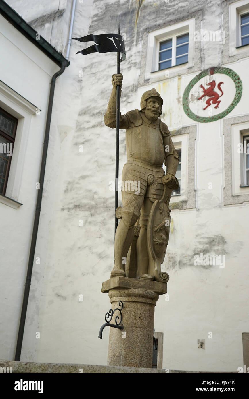 Ritterstatue, Hof des alten Rathauses, altes Rathaus, Passau, Bayern Deutschland - Stock Image
