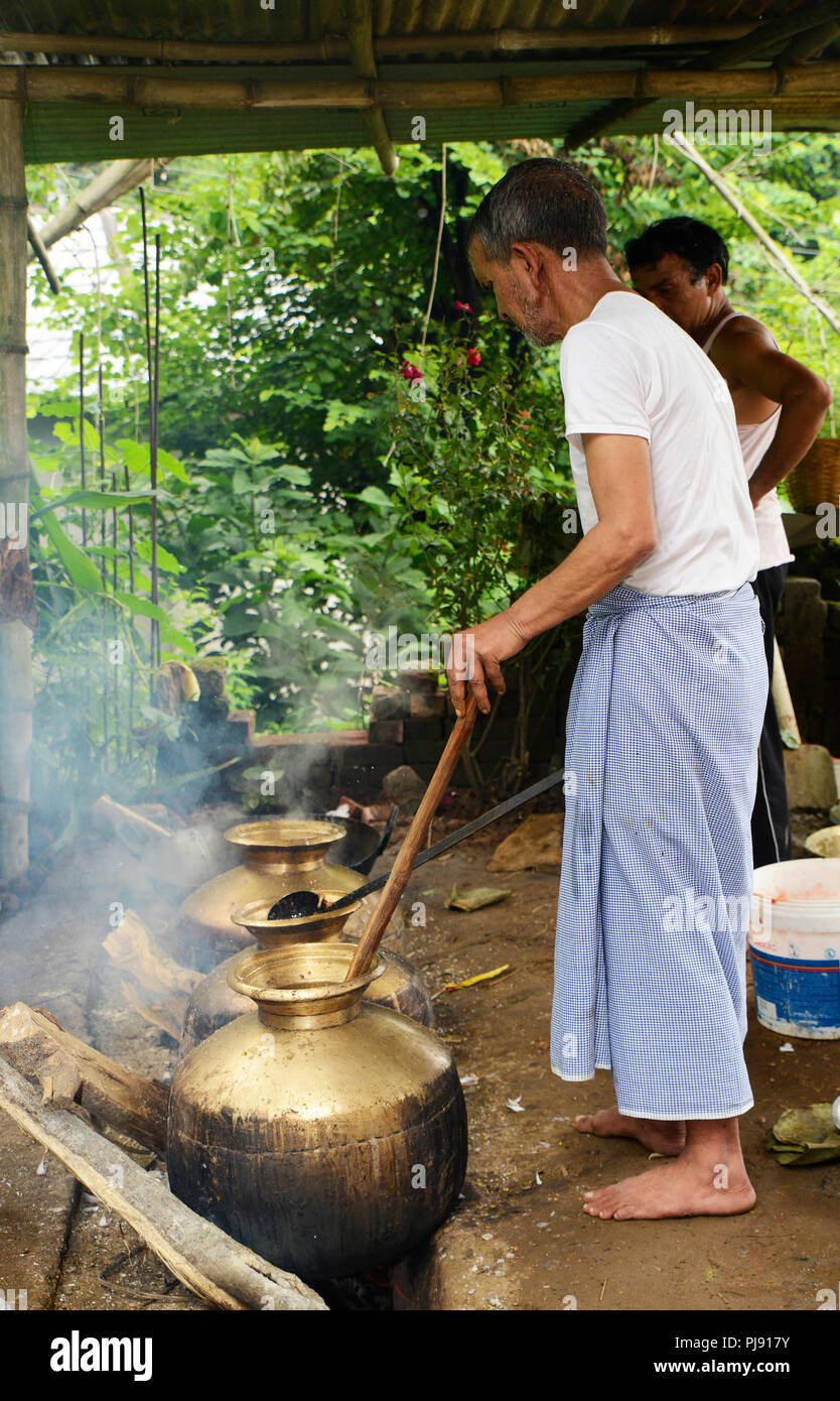 Traditional chef are cooking in the  Domestic Kitchen at Himachal Pradesh - Stock Image