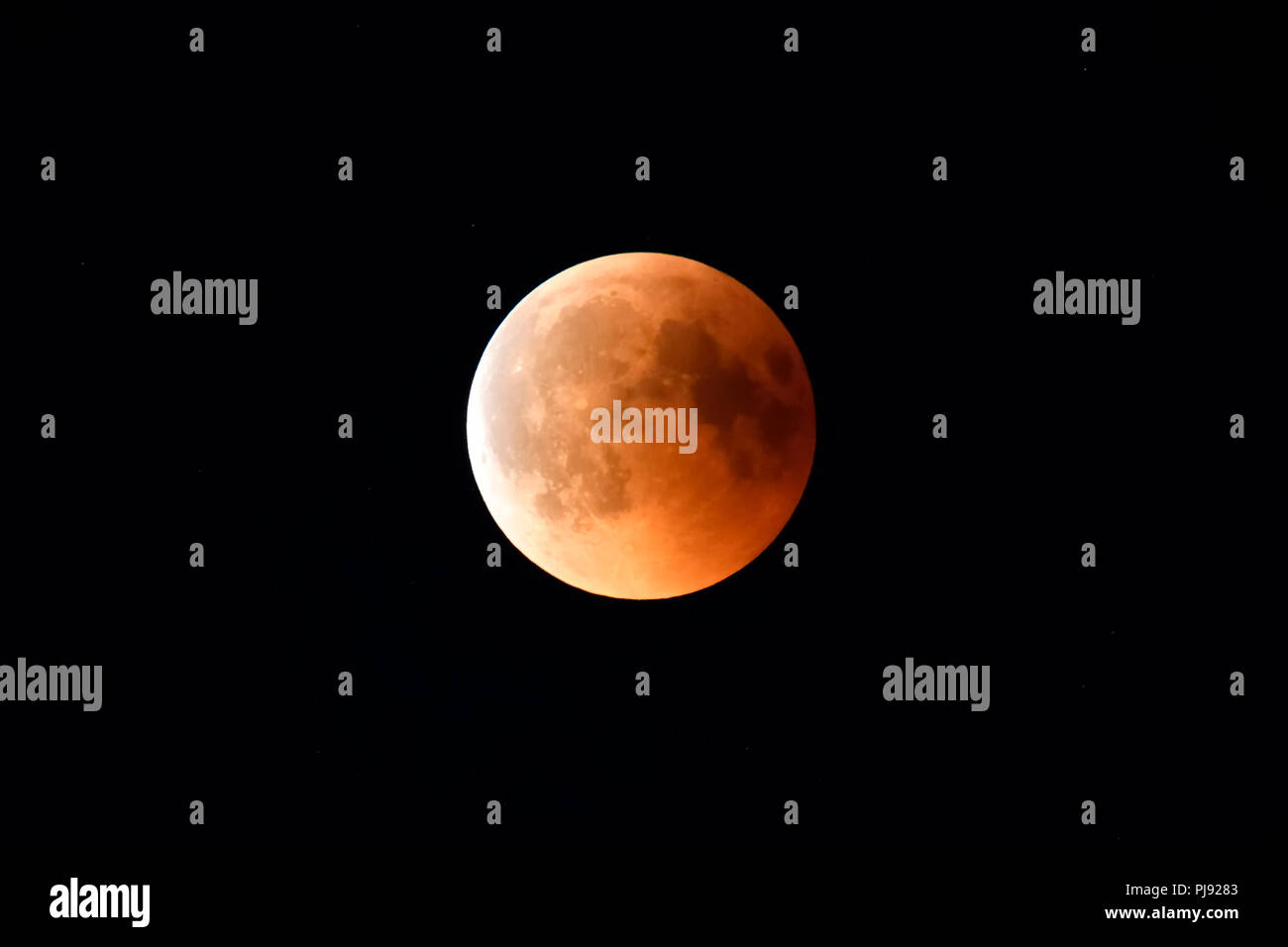 Complete lunar eclipse in the 7/27/2018 in Hamburg, Totale Mondfinsternis am 27.07.2018 in Hamburg - Stock Image