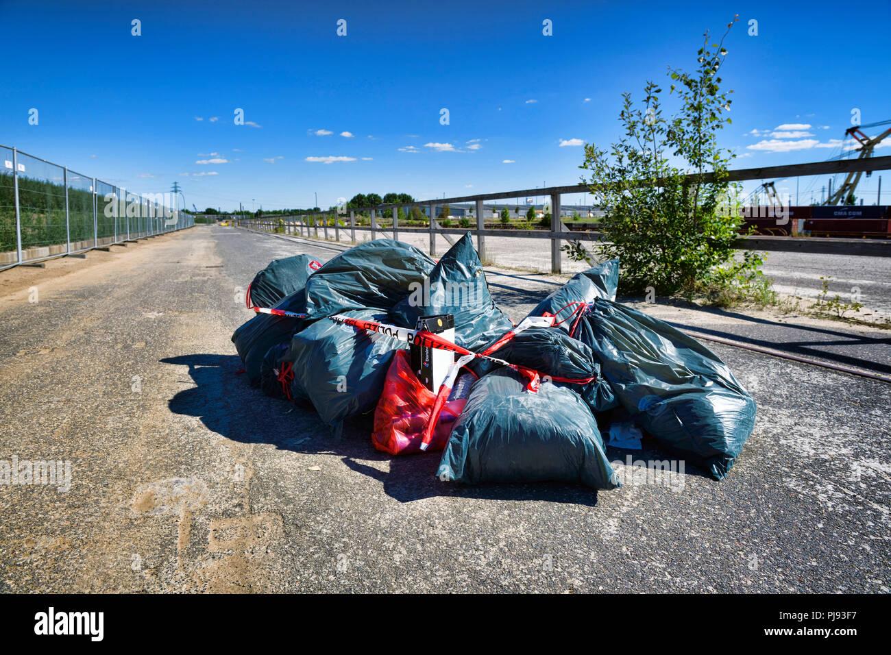 Unlawful waste disposal in Hamburg, Germany, Europe, Illegale Müllentsorgung in Hamburg, Deutschland, Europa - Stock Image