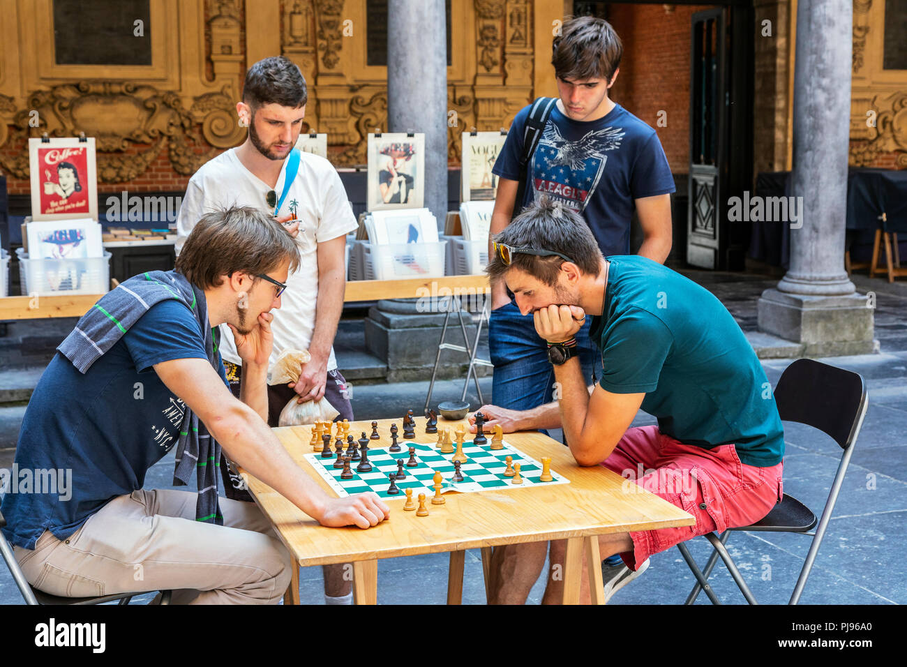 Two men playing chess in the old book, music and antiques market, held in Vielle Bourse de Lille, Place du General de Gaulle, Lille, France - Stock Image
