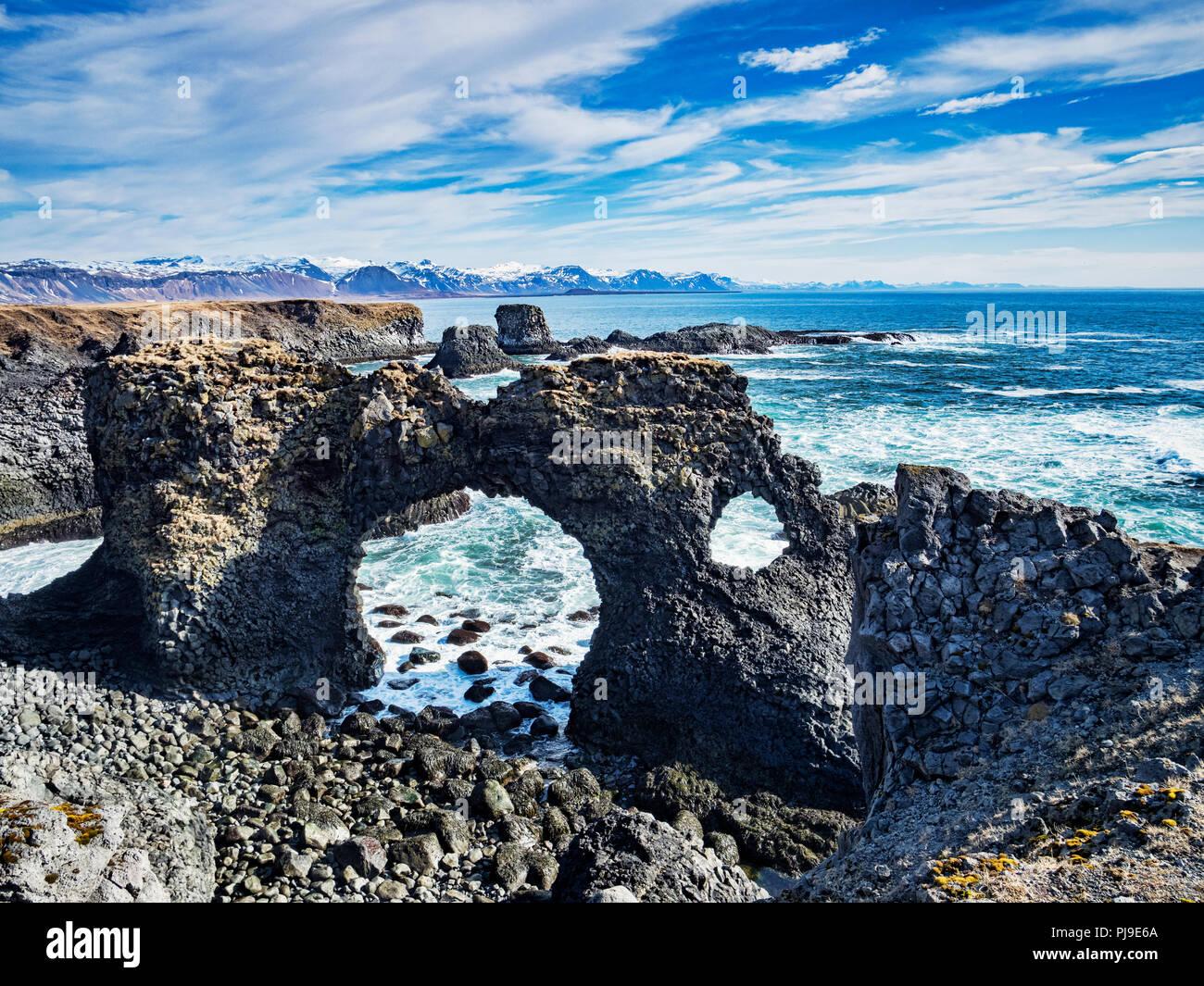 Gatklettur Arch Rock at Hellnar, near Arnarstapi on the Snaefellsnes Peninsula in western Iceland. - Stock Image
