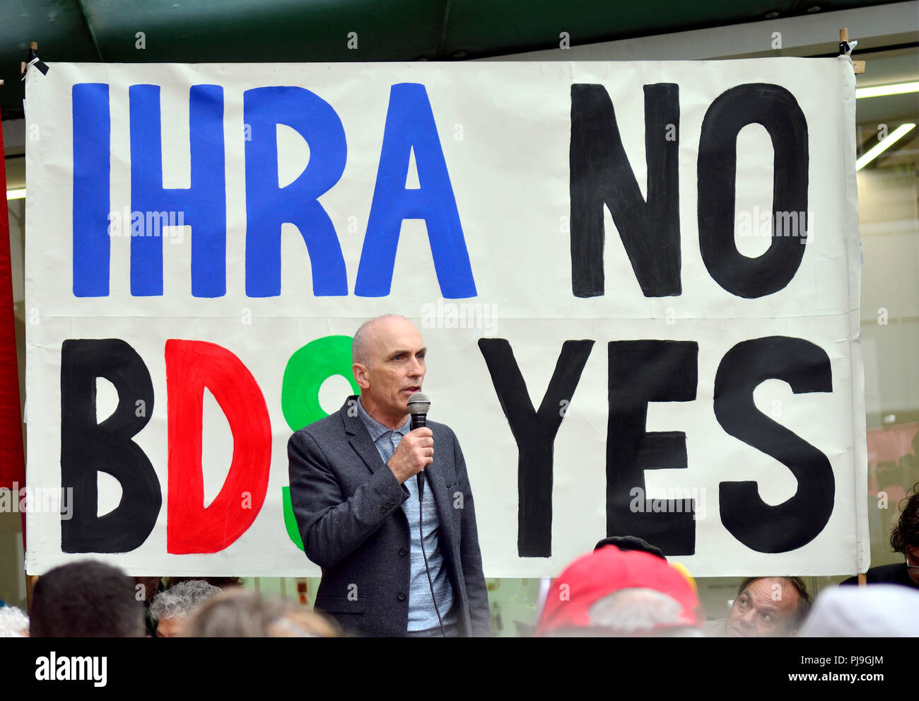Chris Williamson MP (Labour: Derby North) outside Labour HQ in Victoria Street, London, as the party discuss anti-Semitism inside. 4th September 2018 - Stock Image