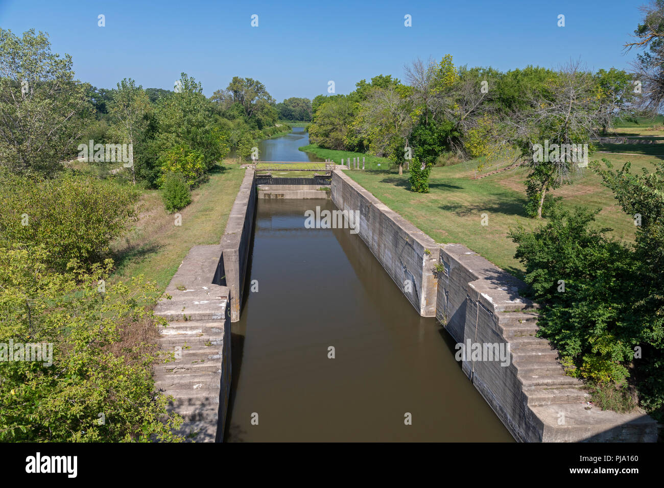 Wyanet, Illinois - Lock 19 on the Hennepin Canal. The canal was completed in 1907 to link the Illinois and Mississippi Rivers, but it was obsolete alm Stock Photo