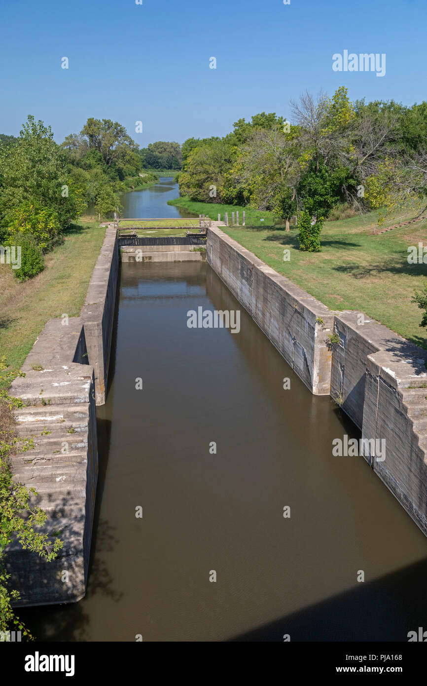 Wyanet, Illinois - Lock 19 on the Hennepin Canal. The canal was completed in 1907 to link the Illinois and Mississippi Rivers, but it was obsolete alm - Stock Image