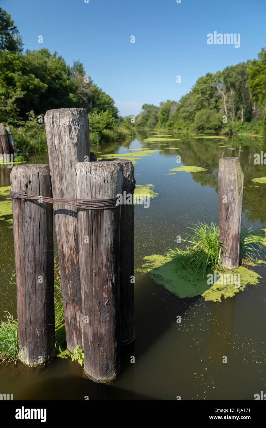 Wyanet, Illinois - The Hennepin Canal. The canal was completed in 1907 to link the Illinois and Mississippi Rivers, but it was obsolete almost from th - Stock Image