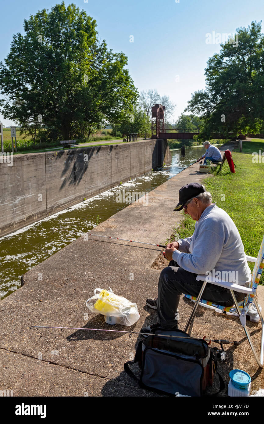 Wyanet, Illinois - Men fishing at Lock 21 of the Hennepin Canal. The canal was completed in 1907 to link the Illinois and Mississippi Rivers, but it w - Stock Image