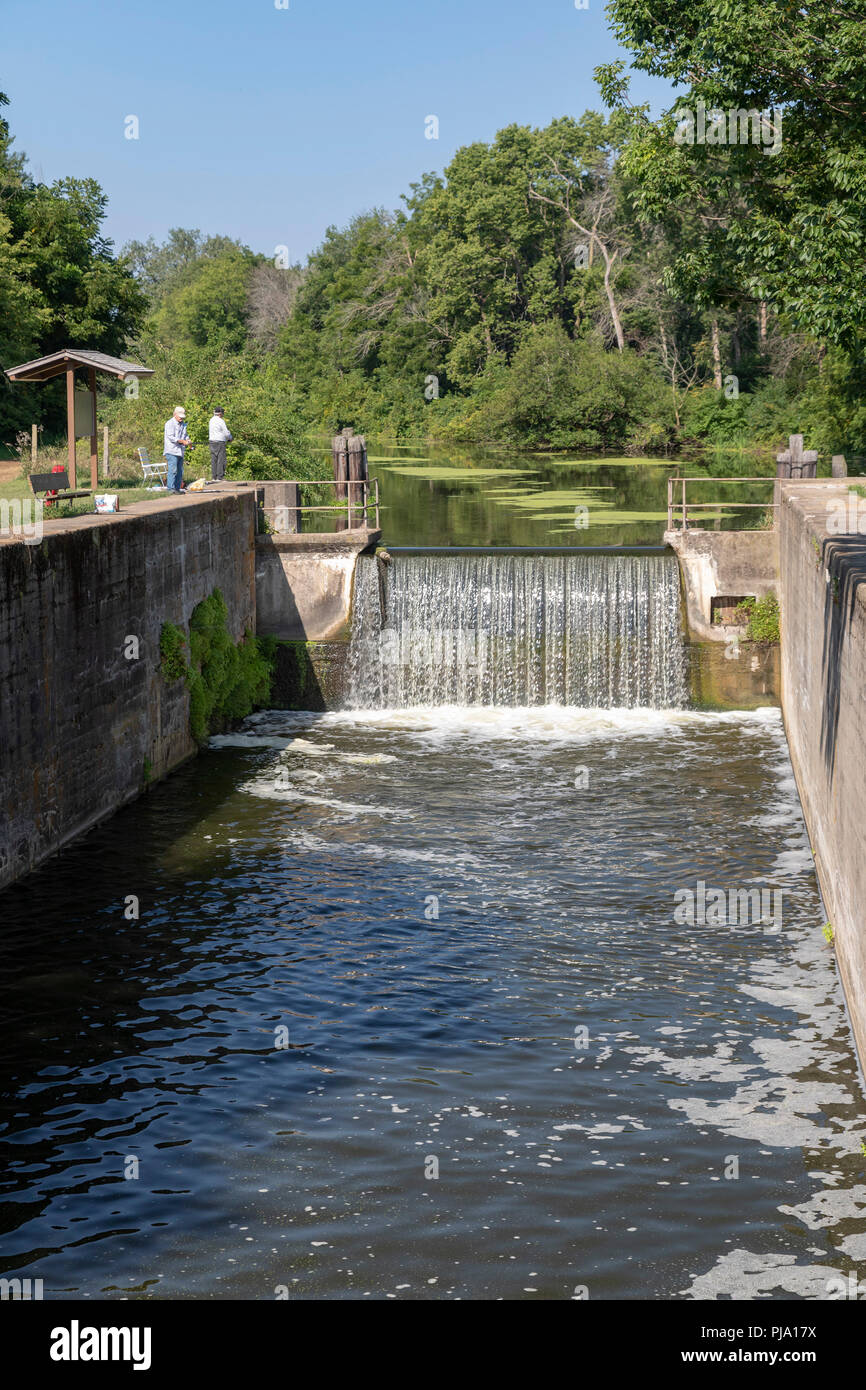 Wyanet, Illinois - Lock 21 of the Hennepin Canal. The canal was completed in 1907 to link the Illinois and Mississippi Rivers, but it was obsolete alm - Stock Image
