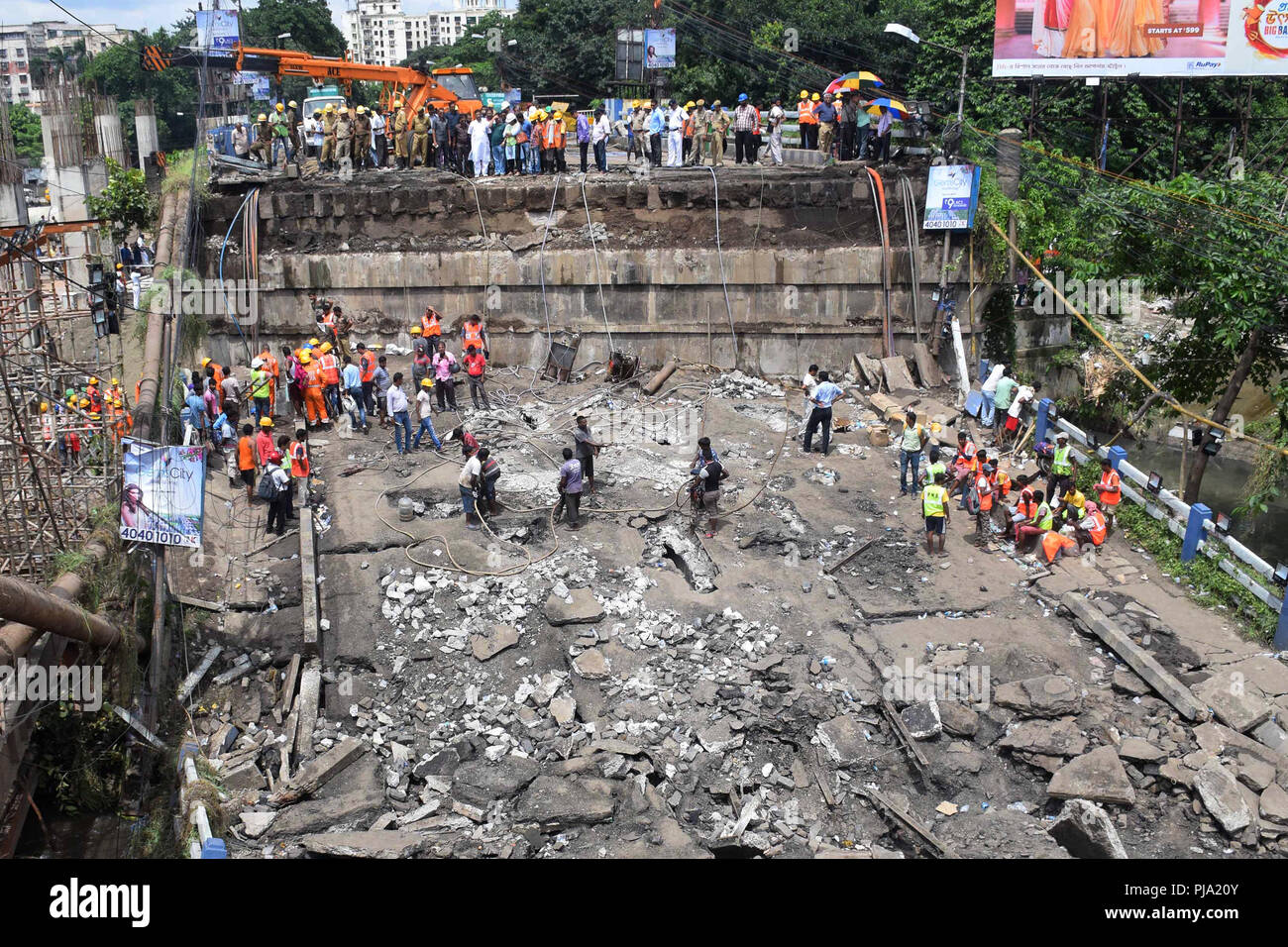 Kolkata, India. 05th Sep, 2018. NDRF, DGM and fire personnel carry out rescue operation after the collapsed of Majherhat bridge. Rescue operation underway after a section of Majerhat Bridge collapsed a day earlier. Credit: Saikat Paul/Pacific Press/Alamy Live News - Stock Image