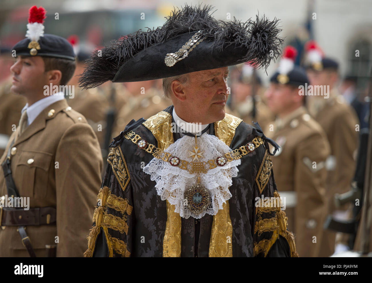 City of London, UK. 5 September, 2018. The Royal Regiment of Fusiliers exercise their right to march through the Square Mile as one of the City of London's Privileged Regiments to celebrate their 50th anniversary. These privileges allow the Regiment to exercise its right to march through the City with drums beating, colours flying and bayonets fixed in a parade from the Tower of London to the Guildhall. Alderman Charles Bowman, the 690th Lord Mayor of the City of London, takes part in the troop inspection at Guildhall Yard. Credit: Malcolm Park/Alamy Live News. - Stock Image
