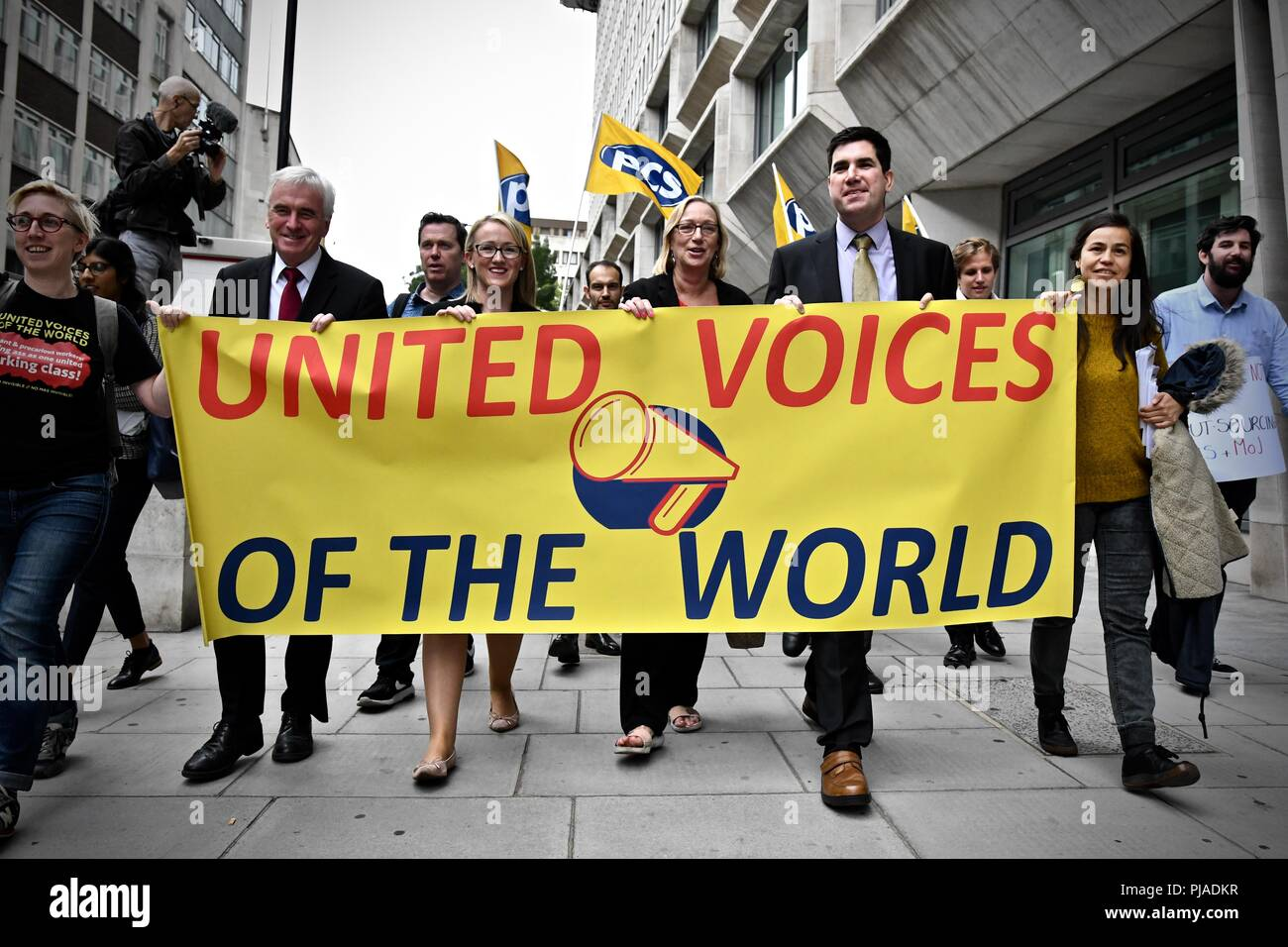 Westminster London United Kingdom - 5th September 2018 - PCS BEIS Living Wage Demo outside the Ministry Of Justice lead By John McDonnell MP. Aim to bring attention to the absence of living wage for cleaners in the Ministry of Justice. Credit: Stuart Mitchell/Alamy Live News - Stock Image