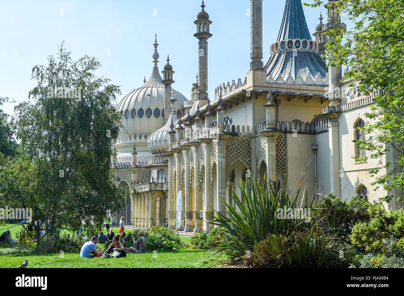 Brighton UK 6th September 2018 - Visitors enjoy a hot sunny day in the Pavilion Gardens Brighton as the weather is forecast to cool down over the next few days Credit: Simon Dack/Alamy Live News - Stock Image