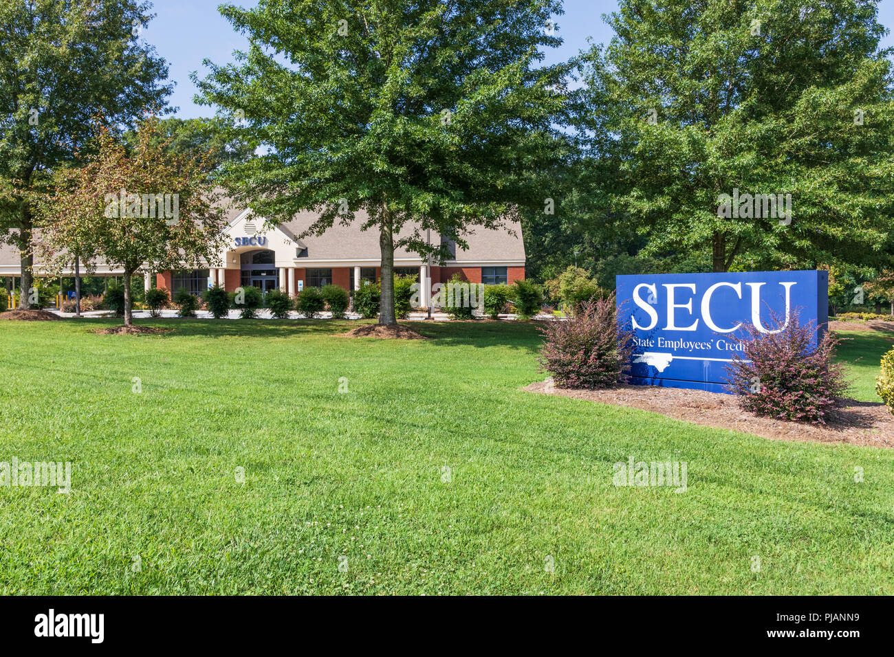 HICKORY, NC, USA--9/2/18: A branch of the North Carolina State Employees' Credit Union. - Stock Image