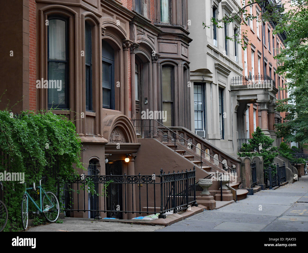 front steps of New York brownstone apartment buildings ...
