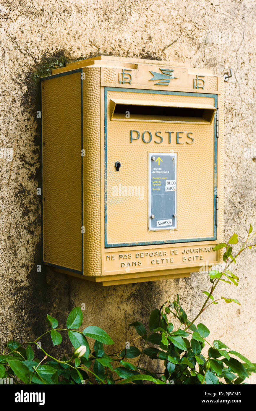 Yellow French postal service mailbox. Pigna, Balagne region, Corsica, France - Stock Image
