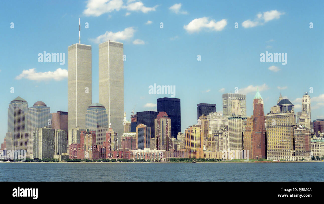 The New York City Skyline wih the World Trade Center Twin Towers in 1991. - Stock Image