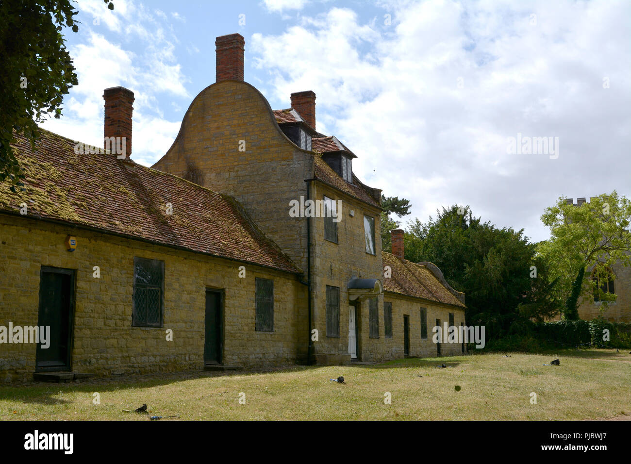 View of School and Almshouses, Great Linford Manor Park, Buckinghamshire - Stock Image