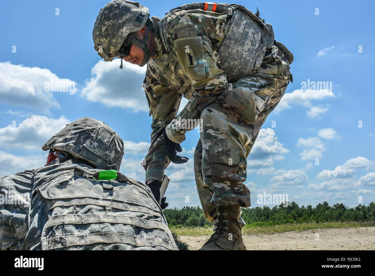 U S  Army Reserve Task Force Ultimate cadre checks to ensure an M249