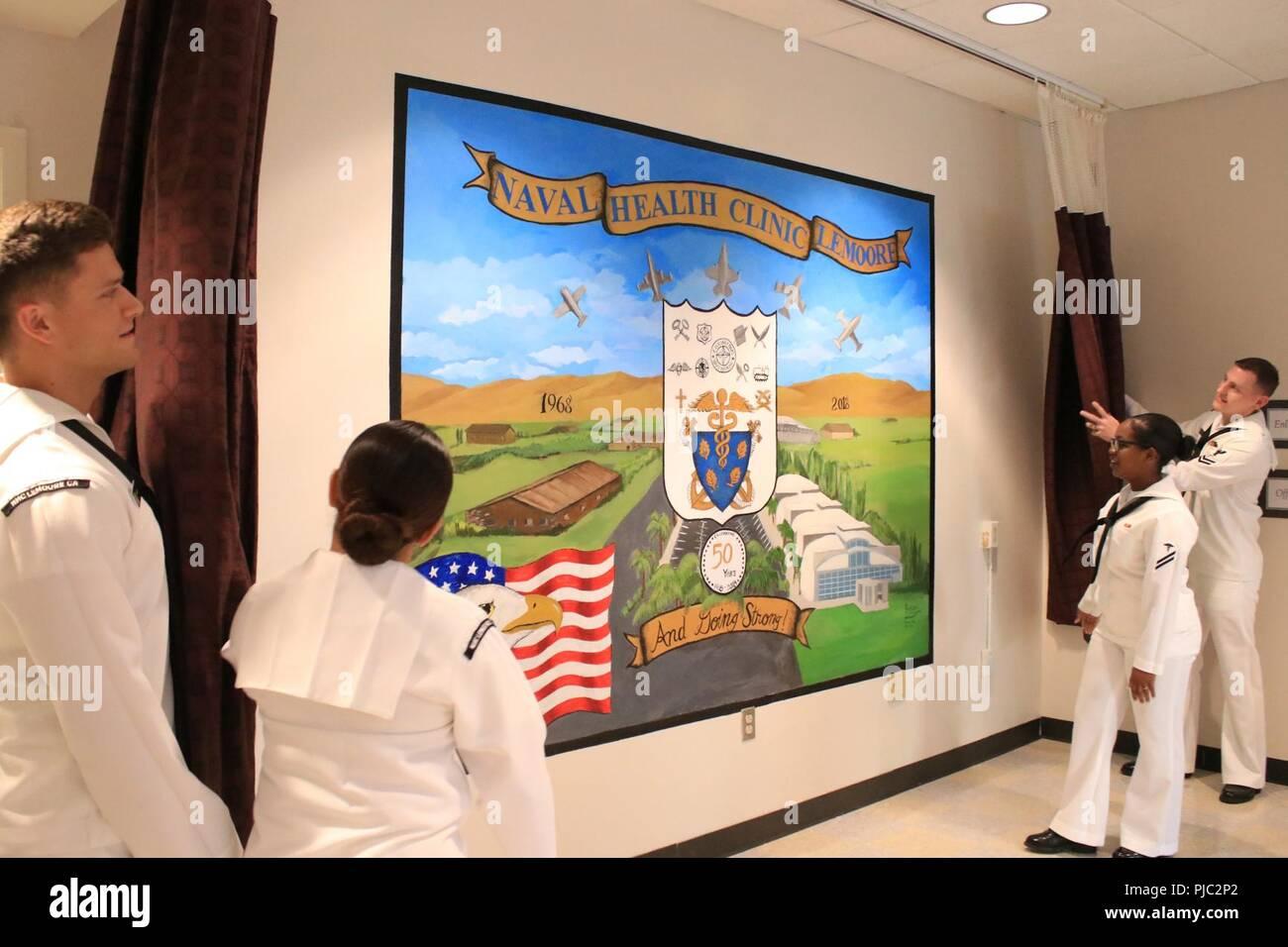 2e Hands Hoekbureau.Sailors At Naval Health Clinic Lemoore Unveil A Hand Painted Mural
