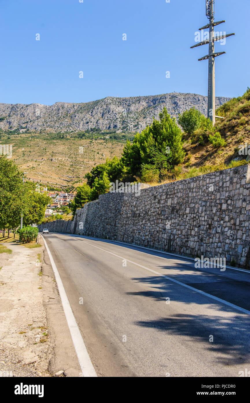 tourist town of Dugi Rat in central Dalmatia - Stock Image