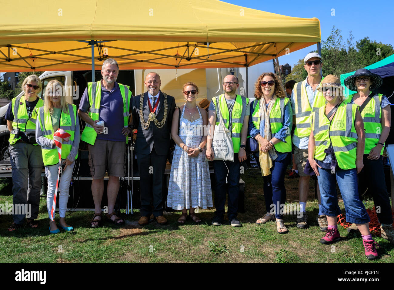 Mayor of Streatham, Cllr Christopher Wellbelove (m), Friends of Streatham Common Chair Mike Robinson (3rd left), organisers, Streatham Kite Day 2018 - Stock Image