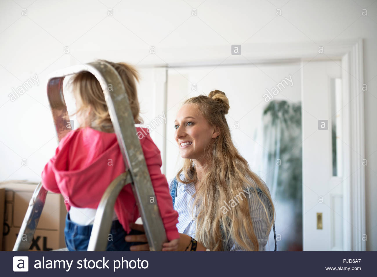 Mother and daughter moving into new home - Stock Image