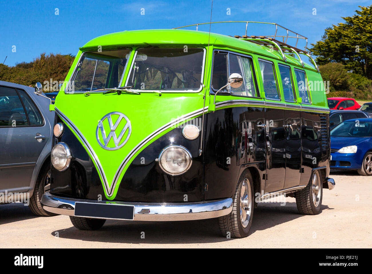 A classic 1964 split-screen VW bus at Daymer Bay, Cornwall, U.K. - Stock Image